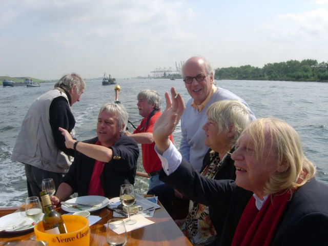 [img]http://www.simonvinkenoog.nl/pages/archief/beeld/sailout%20gezelschap.JPG[/img]